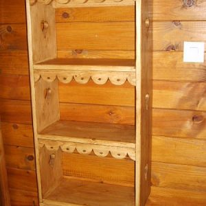 Bibiothèque artisanale en bois déco chalet montagne