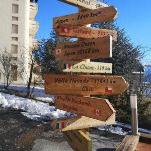Panneau indicateur de direction artisanal déco chalet montagne